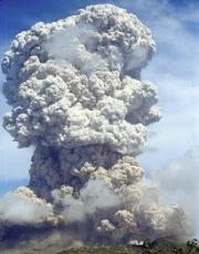 Large explosive volcanic eruptions such as the one of the Souffriere Hills in May 2006 (this picture) inject huge amount of ashes and sulfur gases into the atmosphere, which remain durably in the stratosphere and influence the dynamics and chemistry of the stratosphere, as well as the evolution of the climate.